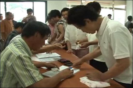 2007년 해군기지건설 강정마을 찬반주민투표 당시를 담은 유튜브 동영상(양동규 감독 제작).