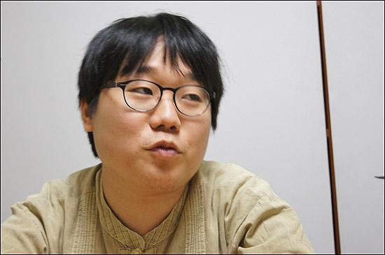 대학 거부 운동을 벌여왔던 유윤종(25)씨는 이번에 양심적 병역거부를 택했다. 교도소 입감 전 마지막 인터뷰에서 그는 그동안하고 싶었던 말을 쏟아냈다.