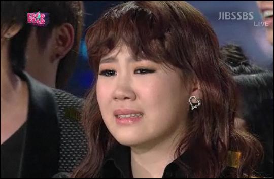 이하이와 최종 경쟁을 펼친 박지민이 우승이 확정되자 눈물을 흘리고 있다.