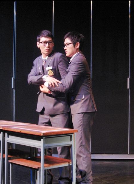 연극 모범생들 중 한 장면
