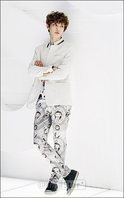 EXO-K가 7일 오후 서울 청담동 SM엔터테인먼트 사옥에서 오마이스타와 만났다. 인터뷰를 하기에 앞서 찬열이 포즈를 취하고 있다.