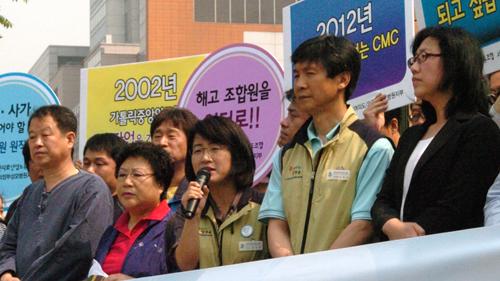 유지현 보건의료노조 위원장이 기자회견 취지발언을 하고 있다.