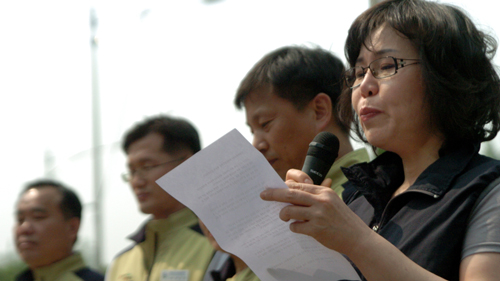 CMC 해고노동자들을 대표해 김영숙 보건의료노조 여의도성모병원지부 지도위원이 발언했다. 그녀는 10년의 세월을 회상하며 발언 중간 울컥해 발언을 잇지 못하기도 했다.
