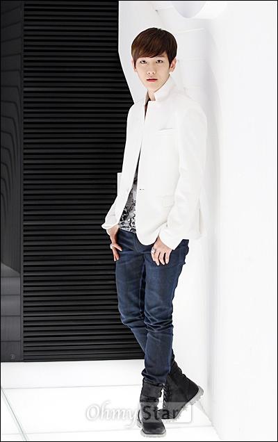 EXO-K가 7일 오후 서울 청담동 SM엔터테인먼트 사옥에서 오마이스타와 만났다. 인터뷰를 하기에 앞서 백현이 포즈를 취하고 있다.