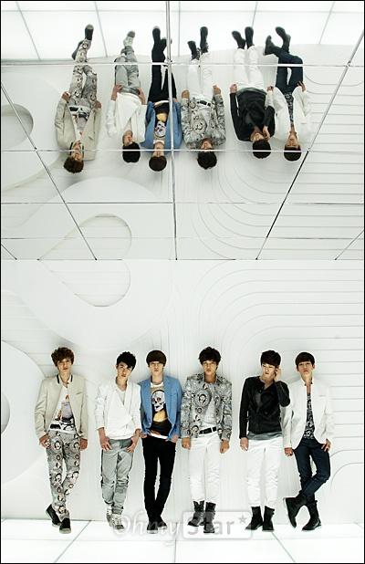 EXO-K가 7일 오후 서울 청담동 SM엔터테인먼트 사옥에서 오마이스타와 만났다. 인터뷰를 하기에 앞서 찬열, 디오, 세훈, 카이, 수호, 백현(왼쪽부터)이 포즈를 취하고 있다.