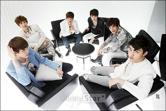 EXO-K가 7일 오후 서울 청담동 SM엔터테인먼트 사옥에서 오마이스타와 만났다. 인터뷰를 하기에 앞서 세훈, 찬열, 백현, 수호, 카이, 디오(왼쪽부터)가 포즈를 취하고 있다.