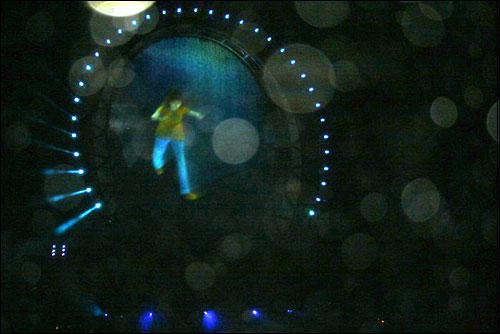 빅오쇼는 세계 최초로 홀로그램 영상을 물 위에 투사한 레이져쇼와 해상분수쇼, 불꽃쇼가 함께 어우러졌다.
