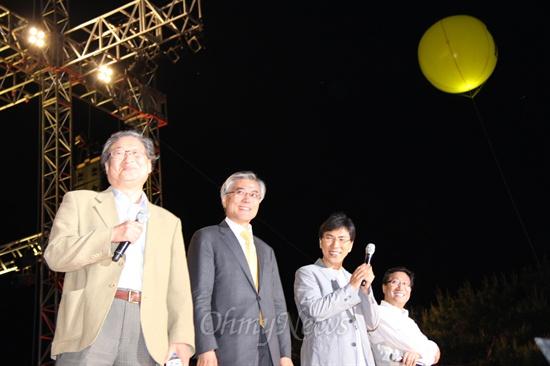 2012 대선 플랜을 주제로 대화를 나누고 있다. 왼쪽부터 정연주, 문재인,안희정, 양정철