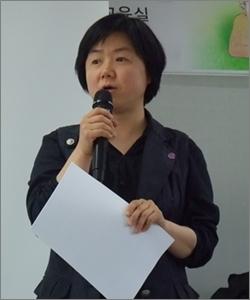 김영구 인천동구참여예산네트워크 대표가 5월 22일 강의를 앞두고 설명을 하고 있다. 김 대표는 이 지역 예산 전문가다.