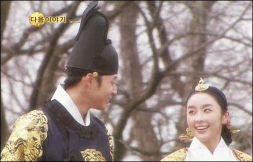 SBS <옥탑방 왕세자>의 세자 이각(박유천 분)과 세자빈 화용(정유미 분).