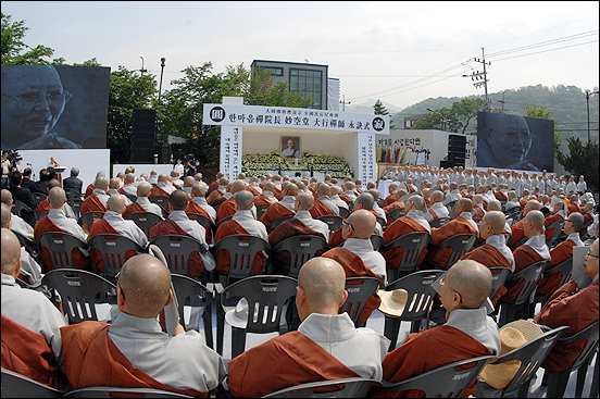 6000여명의 조문객들이 참석한 영결식장