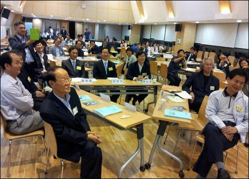 30일 오후에 연 교육개혁100인위원회 회의 모습.