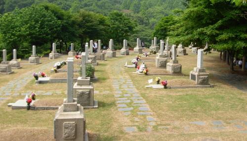 사병들의 묘소에 비해 쓸쓸하다 못해 설렁하기까지한 장군들의 묘역