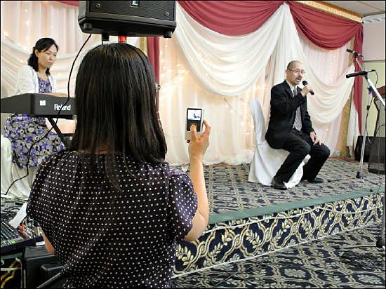 가수 프랑크 시나트라가 부른 'My Way(내가 걸어온 길)'을 열창하는 큰아들 성구씨.