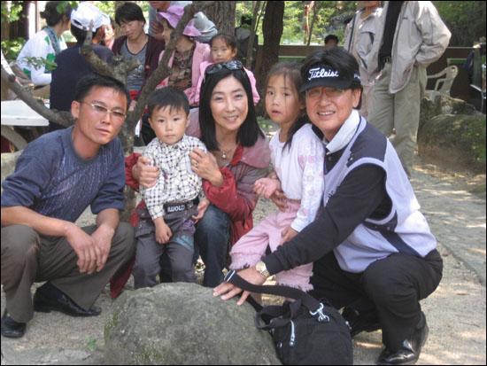 금강산에 휴가 온 북한의 한 가족과 함께.