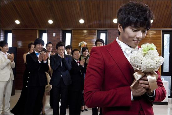 영화 <두 번의 결혼식과 한 번의 장례식>의 한 장면