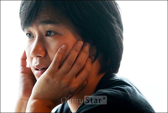 다큐멘터리 <두 개의 문>을 공동연출한 김일란 감독이 27일 오후 서울 서교동 상상마당에서 오마이스타와 인터뷰를 하고 있다.