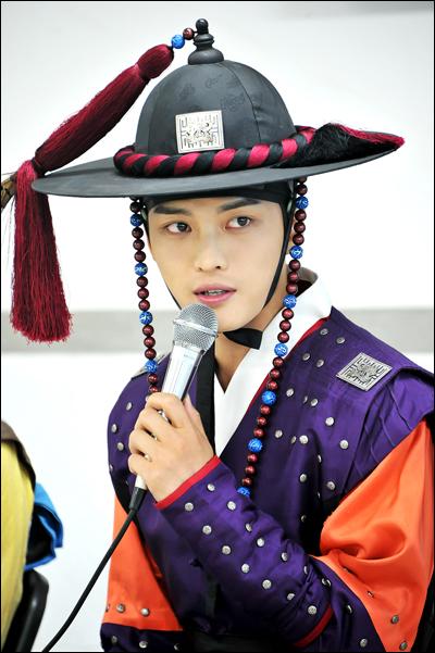 MBC 드라마 <닥터진>에서 김재중은 강직한 무관 김경탁 역할을 맡았다.
