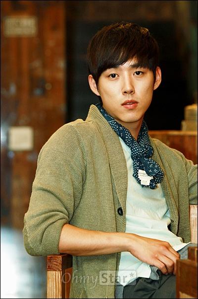 KBS2 월화드라마 <빅>에서 길충식 역의 배우 백성현이 26일 오후 서울 신사동의 한 카페에서 진지한 모습을 표현하고 있다.