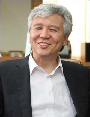 김신 대법관 후보자  대법관 후보로 임명제청된 김신(55ㆍ사시 22회) 울산지방법원장.