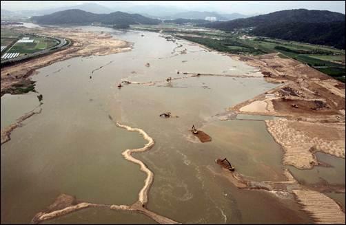 습지보존을 위한 MB식 새로운 패러다임의 모습. 습지는 지구의 콩팥으로서 자연 개발이 미몽의 어리석음이라고 말하더니. 4대강을 이렇게 만들었습니다.
