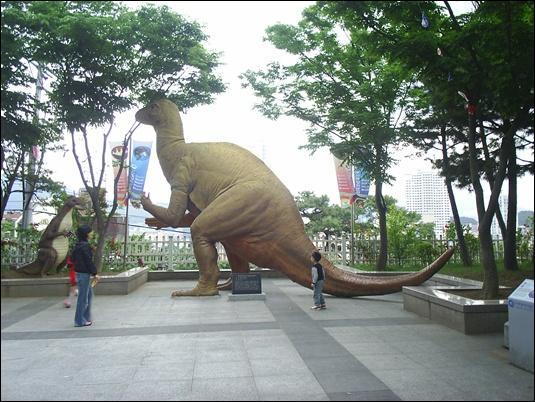 시간여행 속에서 공룡 만나다