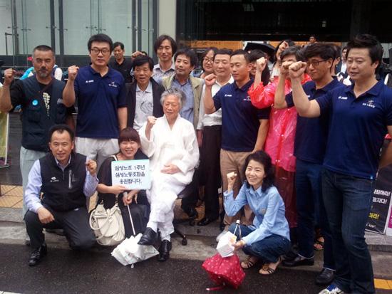 삼성노동조합 1주년 기념 기자회견에 참석한 삼성 관련 피해자들은 앞으로 연대체를 만들어 함께 싸워나갈 것이라는 계획을 밝혔다.