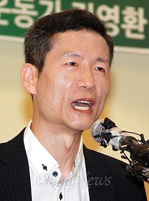 중국에서 국가안위위해 혐의로 체포된 뒤 114일만에 석방된 '북한인권운동가' 김영환씨가 25일 오전 서울 중구 사회복지공동모금회(사랑의 열매)에서 기자회견을 열고 있다.