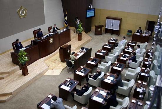 지난 20일 열린 관악구의회 본회의에서는 의결정족수를 채우지 못해 시급히 처리해야 할 민생조례안이 처리되지 못했다.
