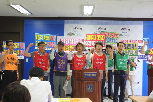 2012년 교육혁명 대장정 서부팀과 전북지역 시민사회단체가 30일 오전 전북도교육청 기자실에서 기자회견을 열었다.