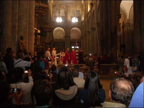 아이들은 세계 각국의 순례자들과 함께 산티아고 순례길 마지막 여정인 산티아고 대성당에서 미사를 드렸다고 합니다.