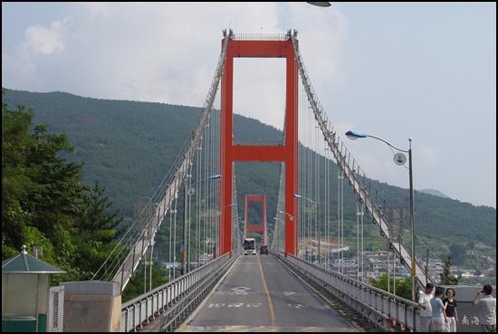 남해대교, 하동IC에서 빠져나와 남해읍으로 들어가려면 꼭 건너야 하는 다리입니다.