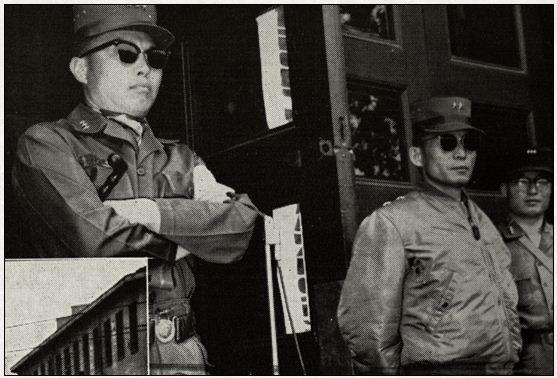 '5.16 수뇌부' 장도영과 박정희 5.16 쿠데타 며칠 뒤 장도영(왼쪽) 국가재건최고회의 의장과 박정희 부의장이 한 자리에 선 모습