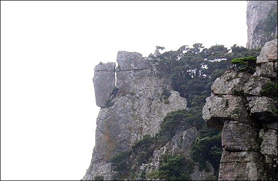 홍도에서 본 이 바위 아직 그대로 있을까 궁금합니다.