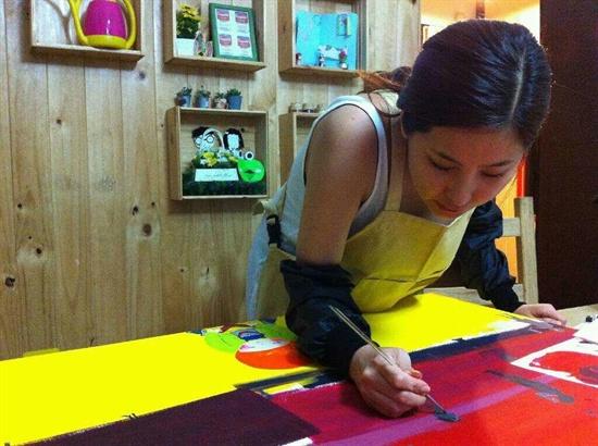 솔비는 심리치료와 함께 우울증을 그림과 등산, 독서 등을 통해서 치유했다.