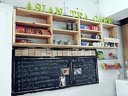 간단한 요리를 할 수 있는 주방시설을 갖춘 아시안 티 카페(Asian Tea Cafe).