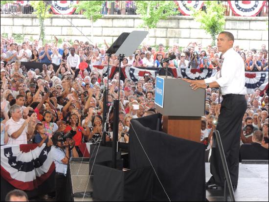 경합주를 방문하여 지지를 호소하고 있는 오바마 대통령이 캠퍼스 순례 마지막 일정으로 버지니아를 방문했다.