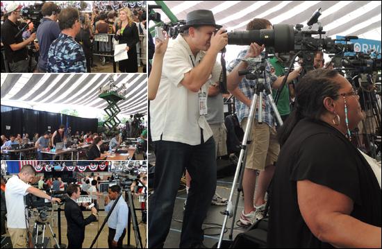 미국 대선을 취재하는 언론매체가 총출동했다. 현장에서 생생하게 리포트를 하고 있는 NBC29의 앵커 모습도 보인다.