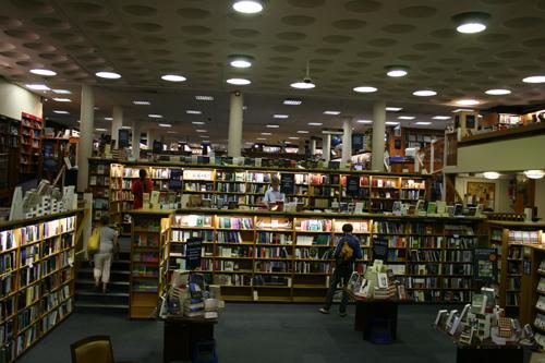 블랙웰 서점 옥스퍼드의 학문과 출판을 자랑하는 웅장한 서점이다.