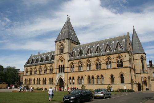옥스퍼드 자연사 박물관 영국 역사에서 자연과학의 오랜 논쟁이 있었던 곳이다.