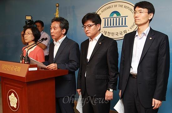 통합진보당 김제남, 정진후, 박원석 서기호 의원이 7일 오전 국회 정론관에서 제명에 대한 입장을 밝히고 있다.
