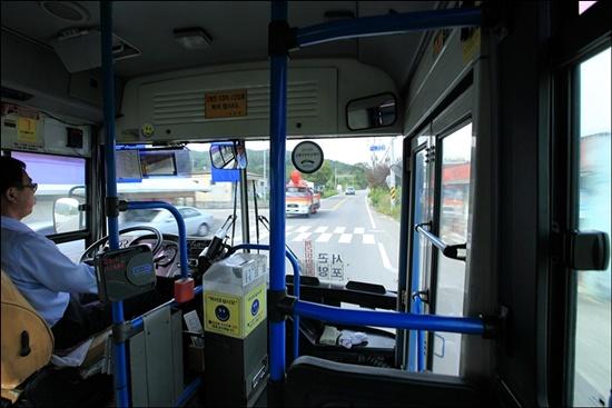 곤양터미널에서 다솔사를 거쳐 완사로 가는 시내버스는 하루에 대여섯 번 다닌다.