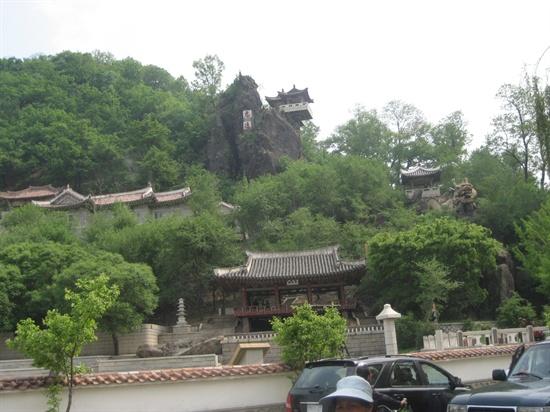 공원 안에 있는 조선시대 누각