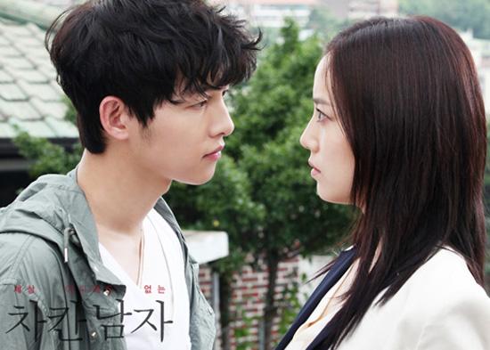 12일 방송된 KBS 2TV 수목드라마 <세상 어디에도 없는 차칸남자> 첫 회는 사랑하는 여자 한재희(박시연 분)에게 배신 당하고, 180도 변신하는 강마루(송중기 분)의 모습을 그렸다.