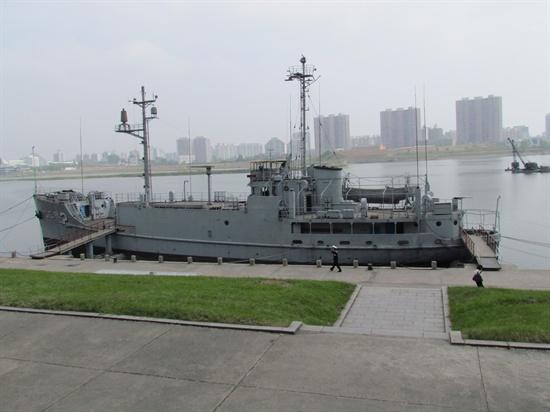 대동강에 전시되어 있는 미 해군 정보함 '푸에블로'호