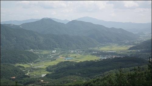 저 평화로운 마을에 무슨 일이? 산으로 둘러싸인 경북 청도군 각북면의 저 평화로운 마을에 대체 무슨 일이 일어난 것일까요?