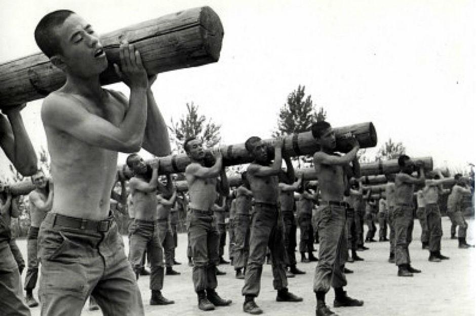 삼청교육대  신군부가 군부대내에 설치한 삼청교육대에선 많은 억울한 사람들이 생명을 잃었고, 인권유린을 당했다.