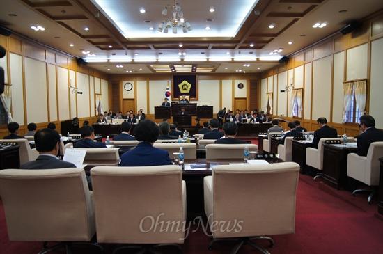 대구시의회가 임시회 마지막날인 20일 오전 학교급식 조례안을 통과시켰다.