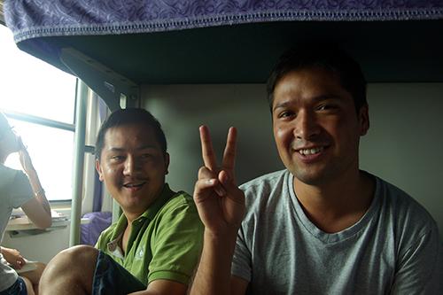 중국 기차에서 만난 위구르 청년. 영어 실력은 부족하지만 적극적인 자세로 자신이 하고 싶은 이야기를 한 보따리 풀어 놓았다.
