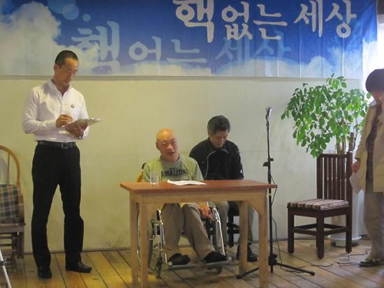 22일 후쿠시마 원전 사고의 영향과 장애인의 현실에 대해 강연한 시라이시 키요하루 대표.